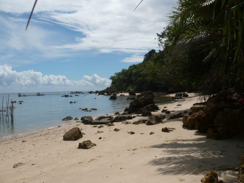 praia-com-pedra-1024x768 Pesca de Robalos com Artificiais